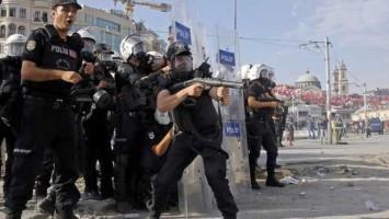 Police-storm-Taksim-represion-turquia