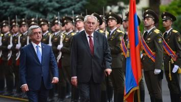 presidente-serge-y-checo