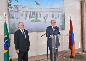 serge-embajada-2