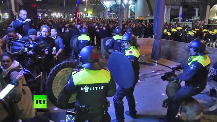 represion-manifestantes-turcos