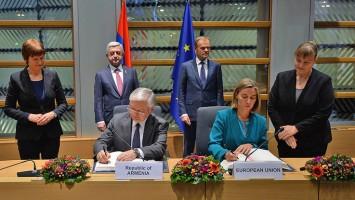 Firma-con-UE-3