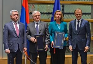 Firma-con-UE-5