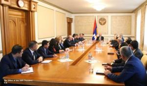 Sahakian y gabinete