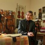 """""""Tengo hijos y un nieto que continuarán esta tradición y el conocimiento que tenemos de mi padre. Esto es algo familiar y debe transferirse de generación en generación. La misma práctica existe en Italia, con los hijos de Stradivari que continuaron su arte…De hecho, tengo mis secretos"""", explica Yeritsyan."""