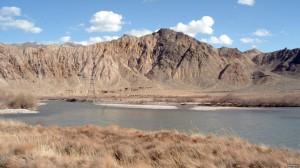 Río Arax, frontera sur de Armenia con Irán