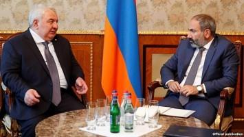 Khachaturov y Pashinian