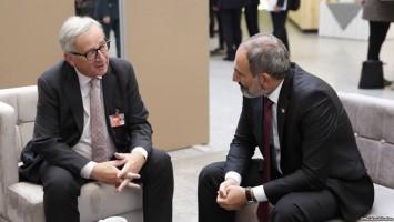 Nigol Pashinyan reunido con el presidente de la Comisión Europea, Jean Claude Juncker