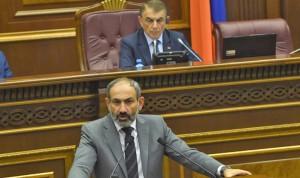 Nigol-Pashinian-parlamento