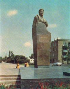Estatua de Shahumian en Bakú