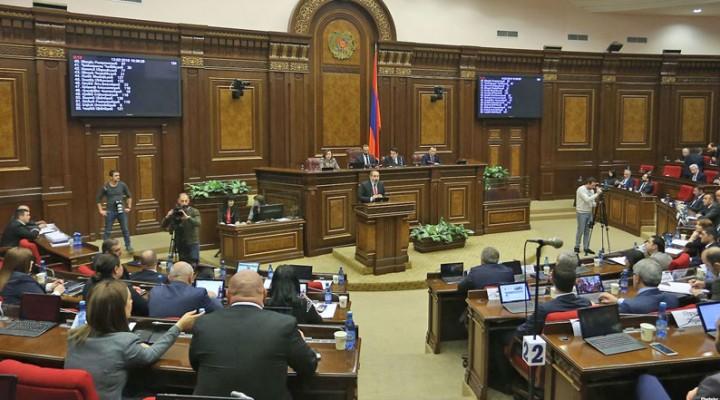 Pashinian-Parlamento-1