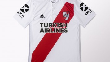 Camiseta de River con Turkish Airlines