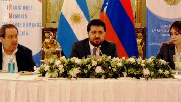 Dr. León Carlos Arslanian con el embajador Hovhannes Virabyan